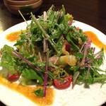 熟成焼鳥 居酒屋 かまどか - 鷄生ハムとトマトのサラダ