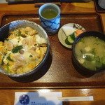 中清食堂 - 地鶏親子丼(お新香・味噌汁付)1,050円