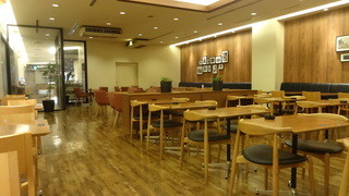 有楽町カフェ&ダイニング バイ ロイヤル - 広~い店内 (2014/8)