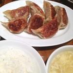 万豚記 - 大餃子定食❗️ ぷっくり餃子で、食べ応え十分(^o^)/