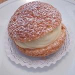 ドゥブルヴェ - Wシュークリーム(カスタードクリームと生クリームのWクリーム in クッキーシュー)