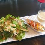 オッタントット - 【ランチ】2種サラダ(グリーンサラダ&ワカサギサラダ) + 一口スープ (コーン)