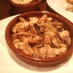豊中少路 生パスタ&ワインバル テジャ - 鶏肉オイル煮込み