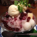 アジアン麺茶 - 小豆ココナッツ&ココナッツ練乳のかき氷