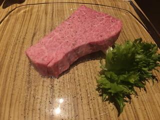 大阪屋 浜町店 - シャトーブリアンの厚切りステーキ