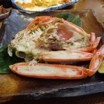 泳ぎ活魚・炭火焼き 駅前 - 焼き蟹