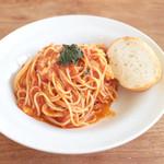 +f - トマトとバジルのカプレーゼ スパゲッティ (870円)  '14 7月中旬