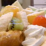 カフェ irodori - トッピングのフルーツはバナナ・キウイ・オレンジ☆♪