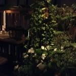 カフェ&ワインバー ロワ - テラスには緑がいっぱい✨✨
