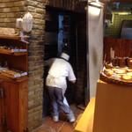 30109427 - 店内に窯があります!