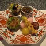 3011299 - 鮟鱇の肝、水菜、椎茸、菊花、じゃこと万願寺唐辛子、焼銀杏、蕪すし。