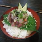 活魚問屋 海寶 - 数量限定の「まかない丼」(味噌汁付)