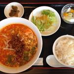 清風亭 - 坦々麺定食
