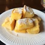 珈琲 蔵人珈蔵  - フレンチトースト、別添えのシロップを掛けていただきました