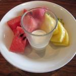 ヌルボンガーデン - 「フルーツとミルクプリン」です。