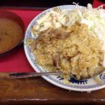 中華料理 味楽 - ドライカレー(500円)。