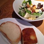 ザ プレイス コウベ - セットのパンとサラダ