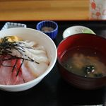 北のにしん屋さん - 日替わり三色丼 中丼 1500円。