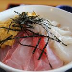 北のにしん屋さん - 日替わり三色丼 中丼 1500円。 この日は 金目鯛・平目・ウニ。