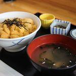 30136946 - うに丼 中丼 1800円。
