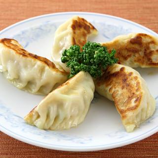 巷で話題の、慶福楼人気メニュー「スイギョウザ・焼き餃子」