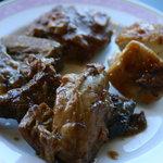 アゼリア - ビーフシチューの肉、ミニハンバーグ、グリルチキン