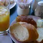 アゼリア - 2010年1月 パンは、3種類 トースターもあります。