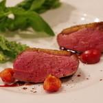 カッフェ アロマティカ - ハンガリー産合鴨のロースト アメリカンチェリーとカシスのソース