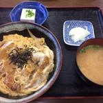 和 - かつ丼¥700 味噌汁、冷や奴、お漬物付き
