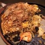 みつ蜂 - 海鮮ゴロゴロ。甘辛ソースは比較的アッサリ。コテコテじゃなくて食べ安さい品♫