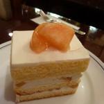 パパス カフェ - 桃のショートケーキ