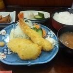 割烹 くしだ - 海老フライとチキンカツの定食 1,050円