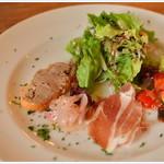 トラットリア ラウライタリコ ピアッティーノ - 付属の前菜盛り合わせはぬかりなく・・・