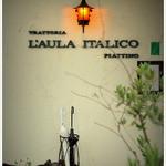 トラットリア ラウライタリコ ピアッティーノ - エントランスに灯りがともる
