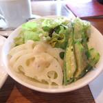 フランジパニ - グリーンサラダ付き。