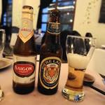 Hoa Tuc - ドリンク写真:ベトナムのビール2種で乾杯♪