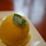 アンジェロビアンコ  - ランチのマンゴーアイス、ミントが~
