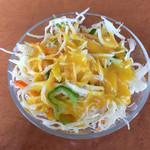 パミールマート - セット?のサラダ、ドレッシングはマンゴー風味。