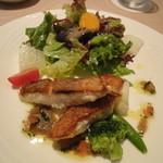 ビストロ ヌジ・ヴォアラ - 白身魚のポワレ+サラダ