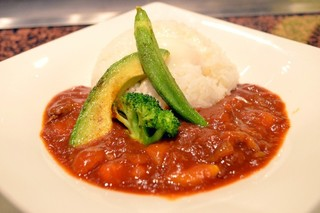 ぷれじでんと千房 オー・エム・ホテル日航ビル店 - 完熟トマトのハヤシライス 夏野菜添え