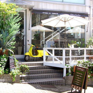 神戸北野の風を感じる開放的テラス