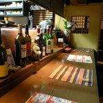 Tsuji家 - カウンターの風景(カウンターも掘りごたつ式で、オープンキッチンの眺めながらお食事を楽しんでいただけます)