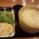 丸亀製麺 - 釜揚げうどん(並)280円+れんこん天ぷら110円(2014.08.25)