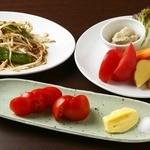みず屋たったいす - トマトの手作りマヨネーズ、バーニャカウダ、万願寺の豚味噌炒め。
