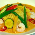 ツナグカフェ - 夏限定!海老と夏野菜の冷製タイ風グリーンカレーうどんset¥1240
