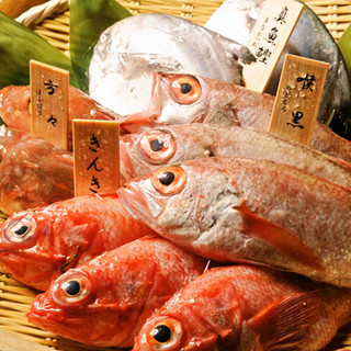 本日の焼き魚、煮魚をお客様が選べます