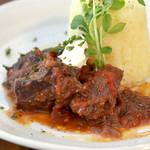 ベビーリーフ - じっくり煮込んだお肉は絶品です。