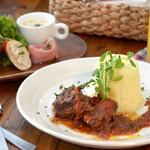 ベビーリーフ - 週替わりランチ:お肉の煮込みとサフランライスのランチ(前菜+スープ+サラダ)1350円