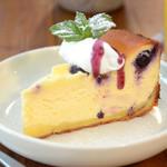 ベビーリーフ - ベイクドチーズケーキ500円