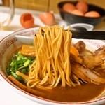 ラーメン東大 - 熟成とんこつ 豚バラ入(麺)